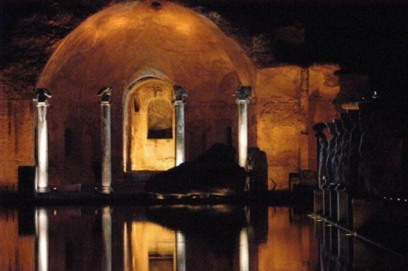 villa adriana di notte