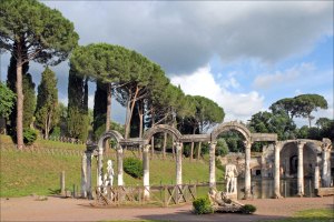 La_colonnade_du_Canope_(Villa_Adriana,_Tivoli)_(5888639839)